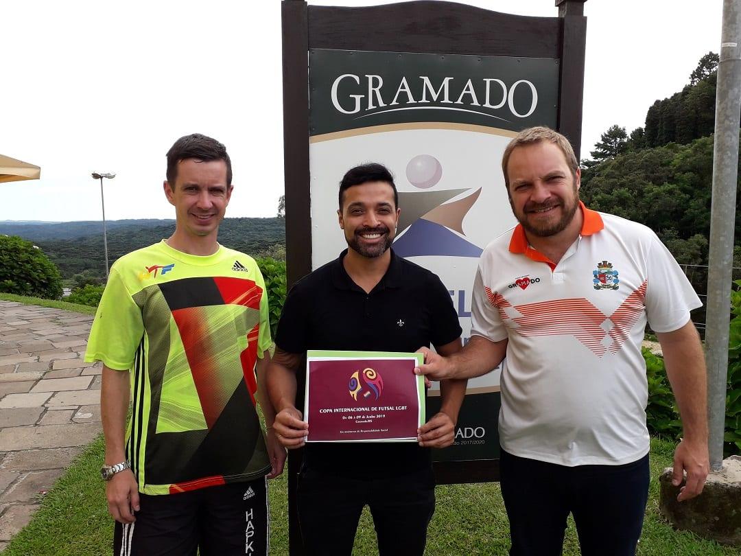 Diretor de esportes, Gustavo Schneider, Flávio Prestes (organizador do evento) e o secretário de Esportes de Gramado, Jacó Schaumloeffel (Foto: Divulgação)